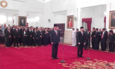 Ignasius Jonan dan Arcandra Tahar dilantik menjadi menteri ESDM dan wakil enteri ESDM di istana Negara | Foto : Liputan6.com
