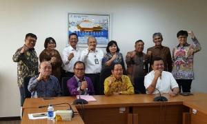 Foto bersama jajaran direksi dan komisaris Pertamina minus Dwi Soetjito dan Rachmad serta wakomut Archandra Tahar yang tidak hadir | Foto : Istimewa