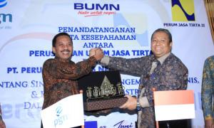 Direktur Utama PGN Jobi Triananda Hasjim (kiri) dan Direktur Utama PJT II Djoko Saputro. | Foto : Istimewa.