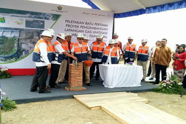 Menteri ESDM Ignasius Jonan di Bojonegoro, Senin (25/9), meresmikan peletakan batu pertama (ground breaking) proyek unitisasi Lapangan Gas Jambaran Tiung Biru. | Foto : Istimewa.