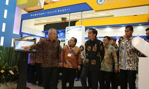 Presiden Joko Widodo mengunjungi event Indonesia Infrastructure Week 2016 di Jakarta Convention Center (JCC).