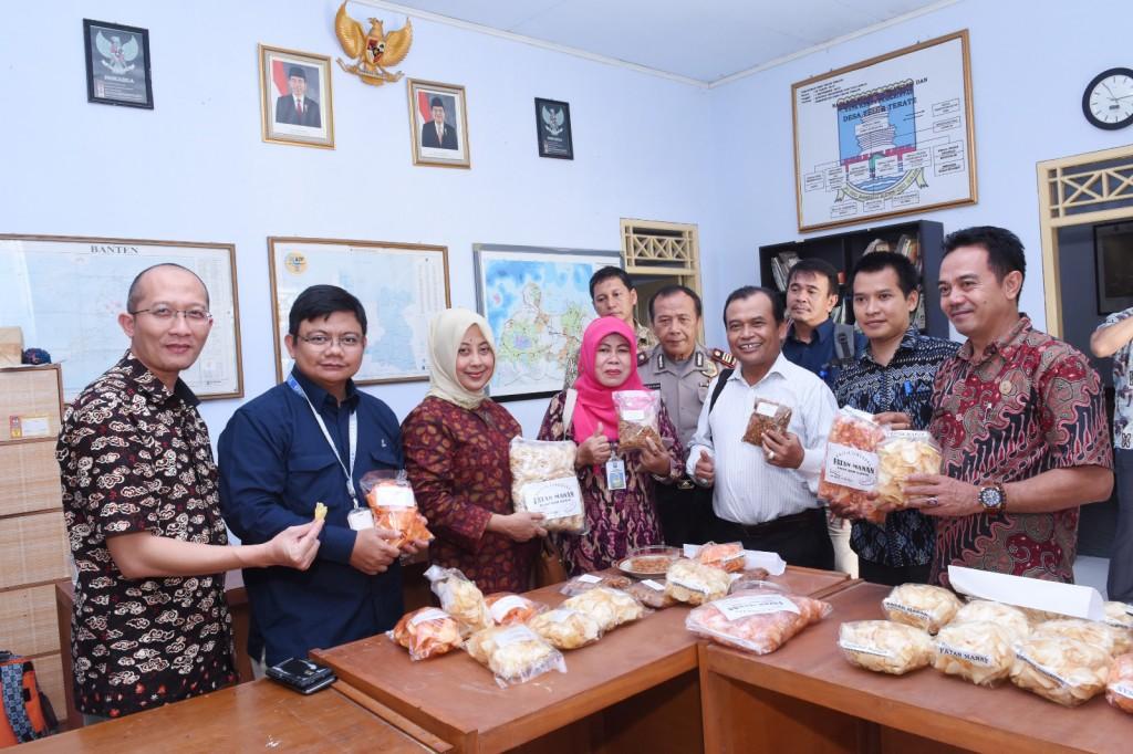 Pelatihan Kewirausahaan dan Manajemen Usaha ke BUMDes Desa Teluk Terate, Kramatwatu, Serang, Banten oleh PGN | Foto : PGN